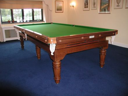De'oro Pool Dining Table