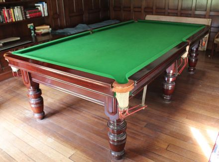M1099 9 ft Mahogany Turned Leg Snooker Table
