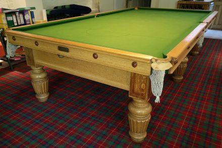 (M1141) 10 ft Oak Reeded Leg Snooker Table