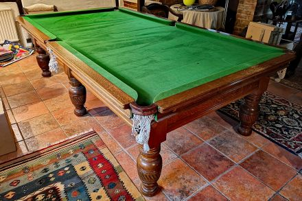 9ft Antique snooker table