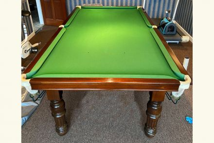 (M1226) 8 ft Mahogany Snooker/Pool Turned & Fluted Leg Table