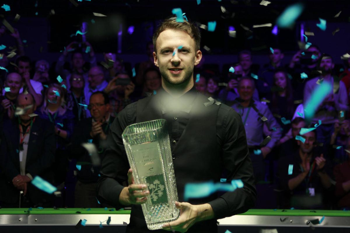 Judd Trump at the Northern Ireland Open 2018 lifting the trophy