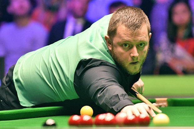 Mark Allen watches on in the final of the 2018 Scottish Open against Shaun Murphy