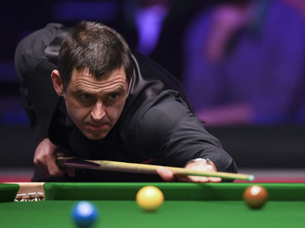 Ronnie O'Sullivan eyes up the table during his 2019 Masters final defeat to Judd Trump