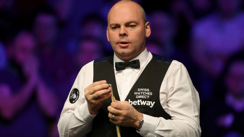 Stuart Bingham watches on during his 4-1 victory against Ryan Day in the 2019 Gibraltar Open final.